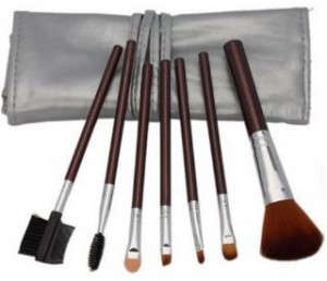 7 piece makeup set with case 300x258 7 Piece Makeup Brush Set with Silver Case for $4.68 Shipped! Plus 5 Piece Set for $1.99!
