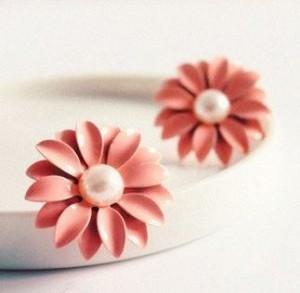 Pink Daisy Pearl Earrings